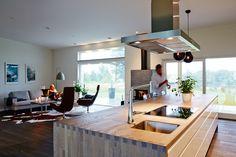 Kök i ett Trivselhus LUCKA: Line vit/alu | Ballingslöv