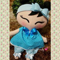 Boneca Tilda em feltro, estilo Kokeshi    Possui aproximadamente 40 cm de altura.    Cores podem ser alteradas de acordo com a solicitação do cliente.  Ótima opção para decoração de quartinho de bebê.