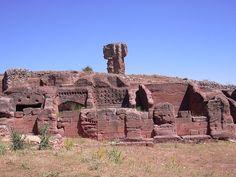 TIERMES (Montejo de Tiermes, Soria) - Fue un oppidum celtibérico y posteriormente un municipium romano con una arquitectura rupestre única