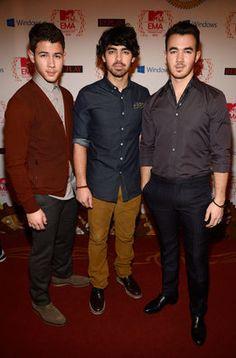 The Jonas Brothers en la alfombra roja de los MTV EMA's 2012; love these guys