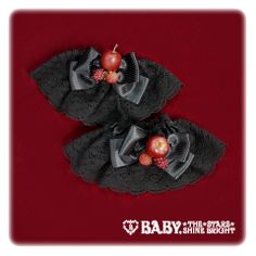 Baby, the stars shine bright A piece of the Red Märchen cuffs