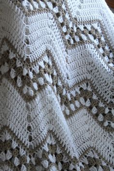 I'm adoring this crochet afghan by vintagesong on Etsy: