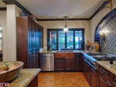 Spanish Kitchen Design Ideas To Inspire You - Barhloew news Spanish Kitchen, Spanish Style Homes, Decor, Kitchen Styling, Kitchen Modular, Home, Spanish Style Kitchen, Kitchen Design, Home Decor