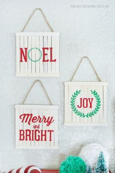 Popsicle stick art Create these signs using popsicle sticks as a base. Once painted, top them on your tree or hang them in rows along your walls. Get the tutorial at Crafted Sparrow. Easy Christmas Crafts, Diy Christmas Ornaments, Christmas Projects, Simple Christmas, Kids Christmas, Christmas Decorations, Stick Decorations, Christmas Pallet Signs, Photo Ornaments