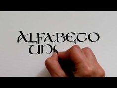 Muestra de letra uncial - YouTube