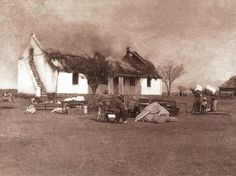 Anglo Boer War - Kitchener's Scorched Earth Policy was a last ditch attempt by the British to win the War. Destroying Boer farms and making women and children destitute victims of war. Cape Colony, Haunting Photos, New York Life, Prisoners Of War, A Day In Life, African History, Military History, World War Two, Live