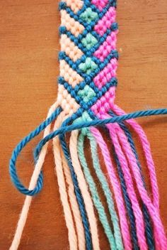 Embroidery Bracelets Design Hey Wanderer: the diy: Crazy Complicated Friendship Bracelet. Detailed instructions with photographs; in the example, the bracelet is made with yarn instead of embroidery floss. Yarn Bracelets, Bracelet Crafts, Bracelets For Men, Jewelry Crafts, Gold Bracelets, Diamond Earrings, Ankle Bracelets, Diy Bracelets With String, Diy Bracelets Using Yarn