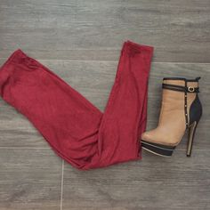 SALE 🌸 Burgundy Suede leggings These leggings are incredibly soft! The perfect fall staple and easy to style.  🔹Sizes available: S,M,L 🔹If you are interested in this listing, I can make you a new listing to purchase.  🔹Brand listed just for attention.  ❌No trades. 💰Price is firm. Forever 21 Pants Leggings