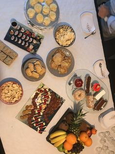 Buffet, Dairy, Cheese, Cookies, Marca Personal, Desserts, Personality, Food, Building