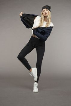 Elsa Hosk is the star of Mavi's fall-winter 2016 outing. Appearing in this season's campaign, the Victoria's Secret angel joins models Francisco Lachowski and… Diva Fashion, Fashion Models, Fashion Women, Vogue Editorial, Minimal Look, Elsa Hosk, Winter Wear, Fall Winter, Photoshoot Inspiration