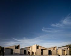 Summary builds modular housing in Portugal from prefabricated concrete Mix Use Building, Building Systems, Precast Concrete, Concrete Structure, Minimalist Architecture, Contemporary Architecture, Cabin Style Homes, Modular Housing, Low Cost Housing
