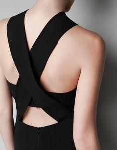 Zara Cut Out Bandeau Dress Fashion Details, Fashion Design, Fashion Trends, Bandeau Dress, Look Chic, Dress Backs, The Dress, Fashion Dresses, Street Style