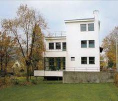 Uno de los últimos proyectos realizados en el estudio de Gropius de Weimar fue la villa para el profesor de física Felix Auerbach en la SchaefferstrafBe 9 ...