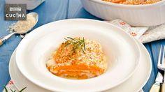 Un piatto unico gustoso leggero preparato con strati sottili di zucca alternati a prosciutto cotto, taleggio e un crumble di pancarré e formaggi.