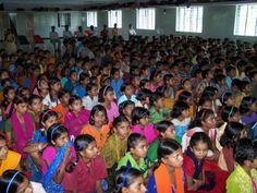 La oportunidad de aumentar el apoyo a los derechos y la implicación de las mujeres tiene su origen en las aulas. India India, Fashion, Human Rights, Opportunity, Women, Moda, Goa India, Fashion Styles, Fashion Illustrations