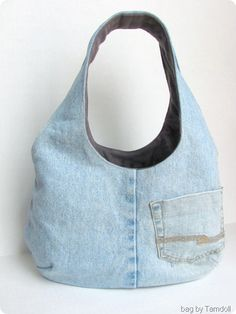T-Shirt & Jeans Bag 2019 Tamdoll's Reversible Goonies Bag Denim Side The post T-Shirt & Jeans Bag 2019 appeared first on Denim Diy. Bag Jeans, Denim Purse, Denim Bags From Jeans, Denim Ideas, Denim Crafts, Recycle Jeans, Recycled Denim, Fabric Bags, Purses And Bags