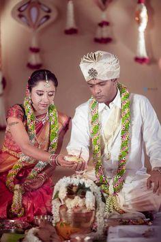 Wedding Garlands, Flower Garland Wedding, Wedding Flower Decorations, Floral Garland, Flower Garlands, Indian Wedding Flowers, Saree Blouse, Wedding Photos, Marriage