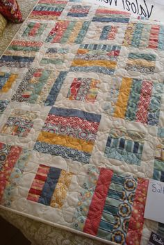 TINYGLUTTON: Salt Air Quilt Would look great in reproductions...maybe after the scrap Pineapple