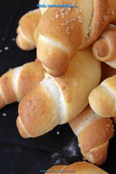 Csak, mert szeretem... kreatív gasztroblog: KOVÁSZOS TEJES KIFLI Hot Dog Buns, Hot Dogs, Hamburger, Bakery, Bread, Snacks, Food, Appetizers, Brot