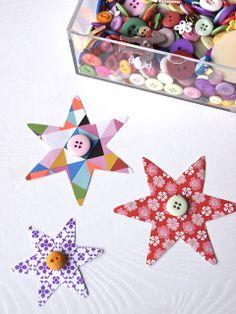 Stjernedryss. Fint papir, en knapp og fargerik snor. Oppheng til uro, vindu eller på en kvist.