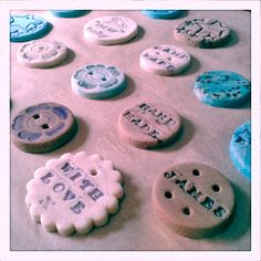 Adding colour to your salt dough. Craft tutorial from http://thoughtsbylolly.blogspot.co.uk