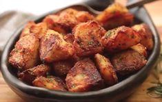 This is the trick to make roasted potatoes more crispy potato al horno asadas fritas recetas diet diet plan diet recipes recipes Crispy Roast Potatoes, Potatoes In Oven, Greek Potatoes, Baked Potatoes, Potato Dishes, Potato Recipes, Potato Ideas, Potato Vegetable, Greek Recipes