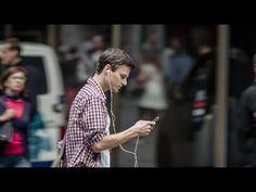 Jonas, 24, verschwindet vor deinen Augen. Sowas hast du noch nie gesehen! Video anschauen, an Umfrage teilnehmen und 1 von 5 iPad mini gewinnen! http://spot.bfu.ch  Jonas ist ein Junge von 24, er hört gerne Musik und chattet gerne auf dem Handy mit seinen Freunden. Auch im Strassenverkehr als Fussgänger. Doch die Ablenkung durch sein Smartphone endet nicht gut ...