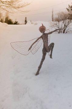 Wire Faerie sculpture her name is Fernwood Dancer. Wire Sculptures, Sculpture Art, Fantasy Wire, Mushroom Art, Wire Art, Heron, Faeries, Metal Art, Garden Art