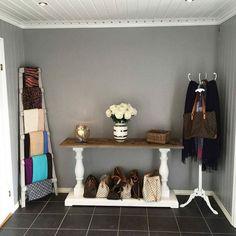 Lekkert hos @groanitahegdahl  Dubai konsollbord fra @classicliving  #Entre #interior #furniture #home #resirkulerttre #drivved #interior #møbler #dubaicollection #konsollbord #instamoment #interør123#interiør #decor #decorations #shabbyhomes #passion4interior #classyinteriors
