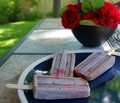 Chocolate-covered Strawberry Pops
