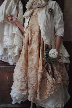 Mlle CAMILLE : Veste �crue et robe sans manche en voile de coton, Trippen � lacets...