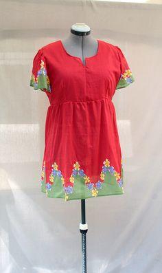 Tunique rouge en voile de coton imprimé floral : Chemises, blouses par…