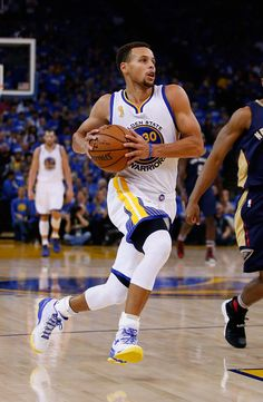 Stephen Curry Photos - New Orleans Pelicans v Golden State Warriors - Zimbio Basketball Tickets, Basketball Goals, Basketball Players, Stephen Curry Family, Stephen Curry Pictures, Wardell Stephen Curry, Golden State Basketball, Curry Warriors, Curry Basketball