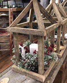 Christmas Wood Crafts, Country Christmas Decorations, Farmhouse Christmas Decor, Rustic Christmas, Christmas Projects, Xmas Decorations, Holiday Crafts, Christmas Time, Christmas Ornaments