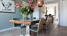 Eetkamer met Piet Hein Eek tafel en stoelen van Palau. Diana van den Boomen