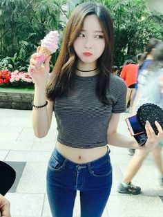 Shirt crop tops black and white grey korean fashion kpop cute Korean Fashion Kpop, Ulzzang Fashion, Korean Outfits, Asian Fashion, Cute Fashion, Girl Fashion, Girl Outfits, Cute Outfits, Uzzlang Girl