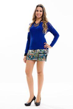 Linda blusa feminina tricot confeccionada em tecido diferenciado que se ajusta perfeitamente ao corpo. Modelagem em decote V e manga longa. A dica é combinar com alguns acessórios para um look descontraído.