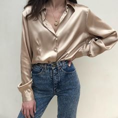 """""""Mi piace"""": 1,363, commenti: 7 - Na Nin Vintage (@naninvintage) su Instagram: """"Vintage liquid gold button up blouse , relaxed xs-l $42 + shipping SOLD A"""""""