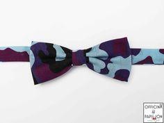 Trafalgar - Papillon uomo artigianale realizzato completamente a mano Modello: Trafalgar Motivo: camouflage blu celeste destroyed Materiale: 100% Cotone 100 % Made in Italy Dimensioni: larghezza 11 cm e altezza 5 cm