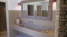Πατητή τσιμεντοκονία σε πάγκο μπάνιου | Damask Polished Concrete, Damask, Bathroom Lighting, Mirror, Furniture, Home Decor, Ideas, Home, Bathroom Light Fittings