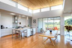 clerestory windows to add light Kitchen Butlers Pantry, New Kitchen, Building A Small House, Riverside House, Mews House, White Kitchen Island, Clerestory Windows, Contemporary House Plans, Home Upgrades