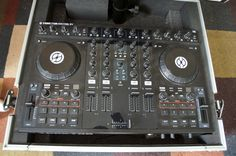 Backup DJ Console (Native Instruments Kontrol S4)