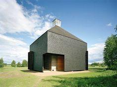 Kärsämäen paanukirkon rakentamisessa tutkittiin vanhoja, kestäviä rakennustekniikoita. Osittain kirkko rakennettiin talkoovoimin.