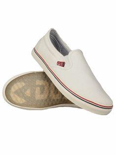 Dorko , vászonból készült férfi utcai cipő fehér színben és többféle méretben.