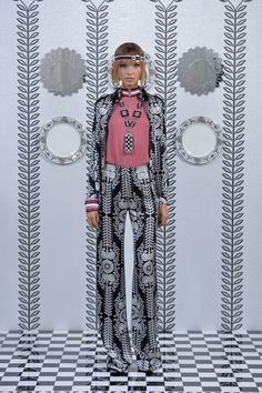 See all the Collection photos from Holly Fulton Spring/Summer 2018 Ready-To-Wear now on British Vogue Vogue Fashion, Live Fashion, Fashion Week, Runway Fashion, London Fashion, Spring Summer 2018, Spring Summer Fashion, Holly Fulton, London Spring