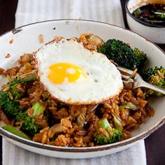 A vegetarian version of a South-East Asian dish, Nasi Goreng. Served with a fried egg and Ketchup Manis, this is just perfect for Meatless Mondays. Malaysian Cuisine, Malaysian Food, Vegetarian Recipes, Cooking Recipes, Healthy Recipes, Yummy Recipes, Indonesian Food, Indonesian Recipes, Nasi Goreng