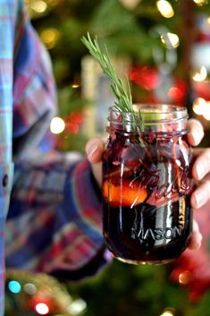 Beautiful Christmas Cocktails Will Get Everyone in the Holiday Spirit What's better than sangria? Sangria in a Mason jar, obviously.What's better than sangria? Sangria in a Mason jar, obviously. Winter Sangria, Winter Cocktails, Best Christmas Cocktails, Holiday Cocktails, Holiday Parties, Christmas Sangria, Christmas Holiday, Vodka Cocktails, Craft Cocktails