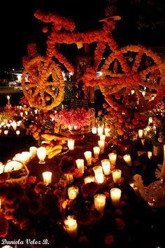 DIA DE LOS MUERTOS/DAY OF THE DEAD~Altares de Muertos en Tzintzuntzan Michoacán
