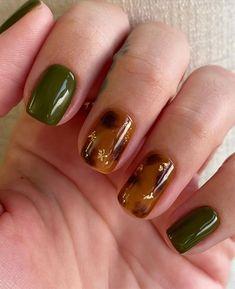 Bad Nails, Nails Now, How To Do Nails, Cute Nails, Pretty Nails, Green Nail Polish, Green Nails, Brown Nail Art, Green Nail Designs
