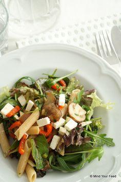 Pastasalade met rucola, champignons en feta - Mind Your Feed
